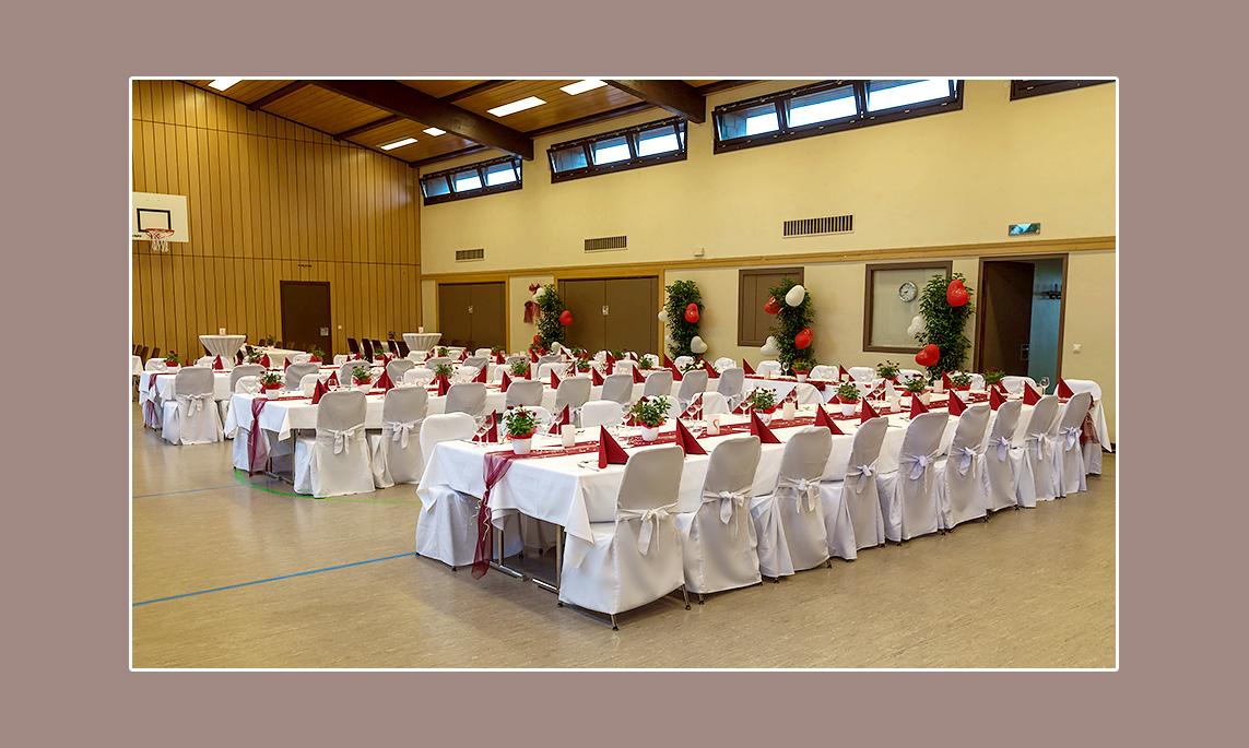 Rot-weiße Hochzeitsdeko von Svenja & Jakob aus Sponheim
