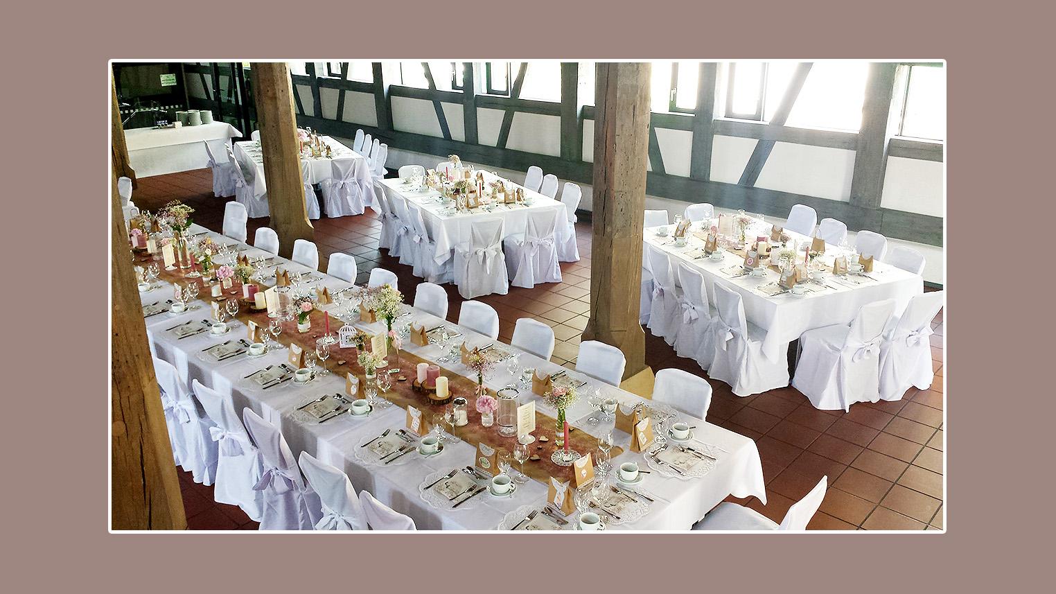 Stuhlhussenverleih tischdeko hochzeitsdeko Hochzeitsdeko creme