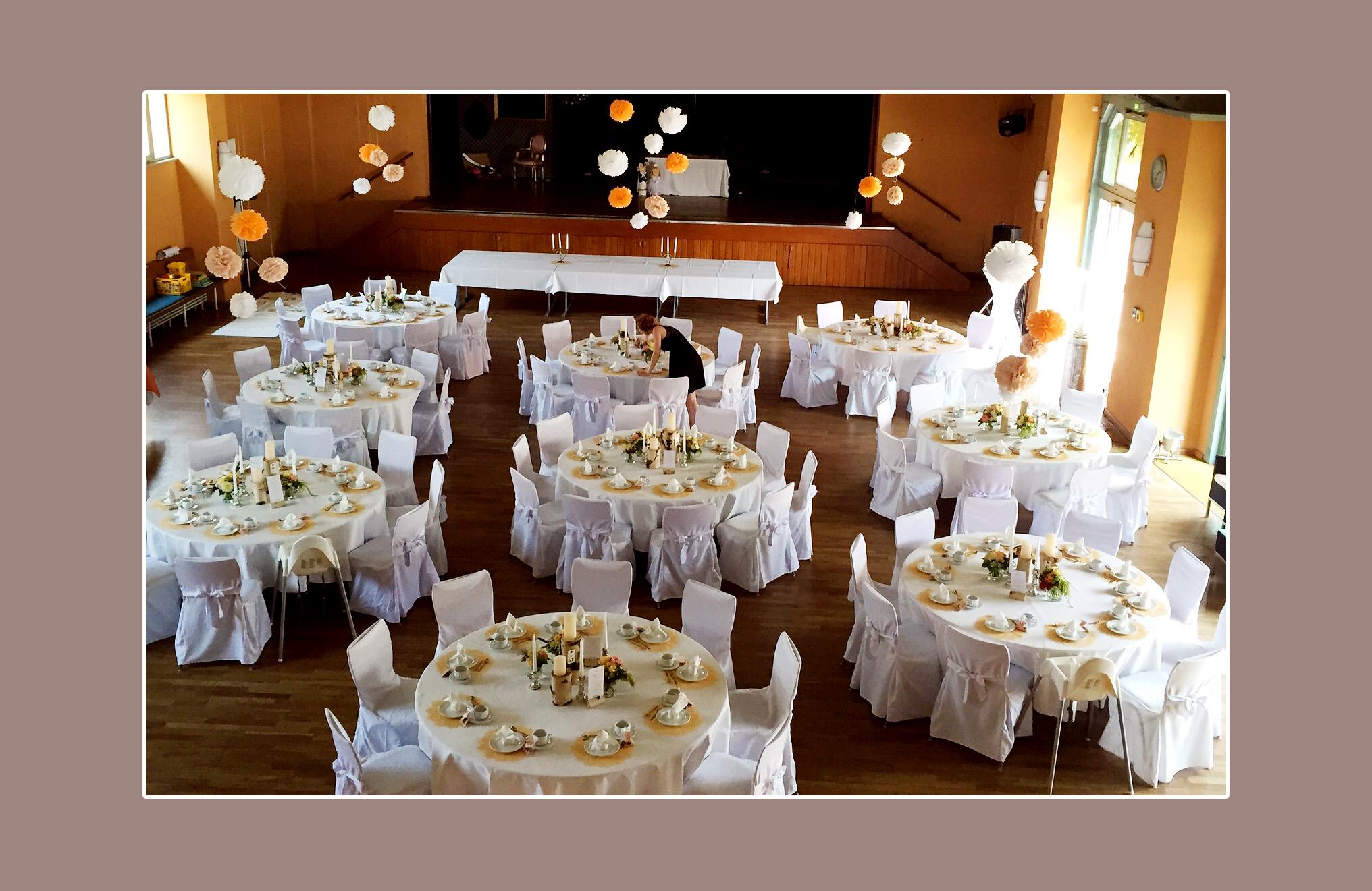 Tischdeko Fur Hochzeit Von Anastasia Christoph Mit Runden Tischen