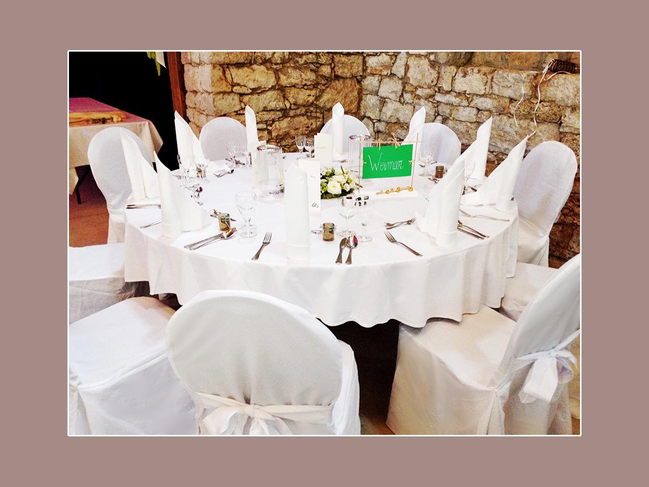 Hochzeitsdeko-runder-Tisch-Hochzeitslocation-Umgebung-Weimar