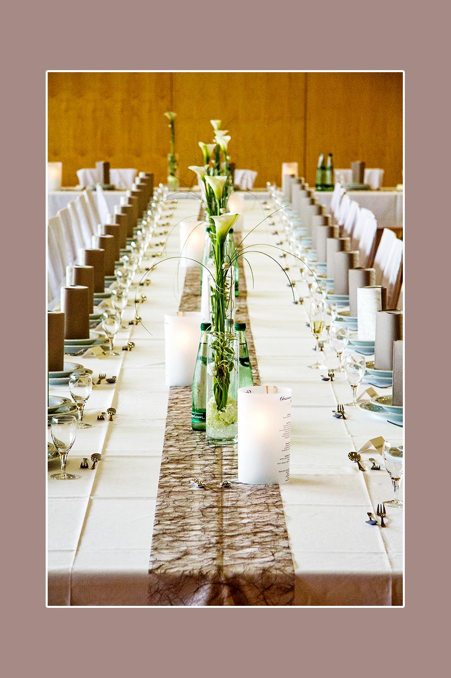Hochzeitsdeko-creme-weiß-grün mit Stuhlhussen in Restaurant-Peters ...