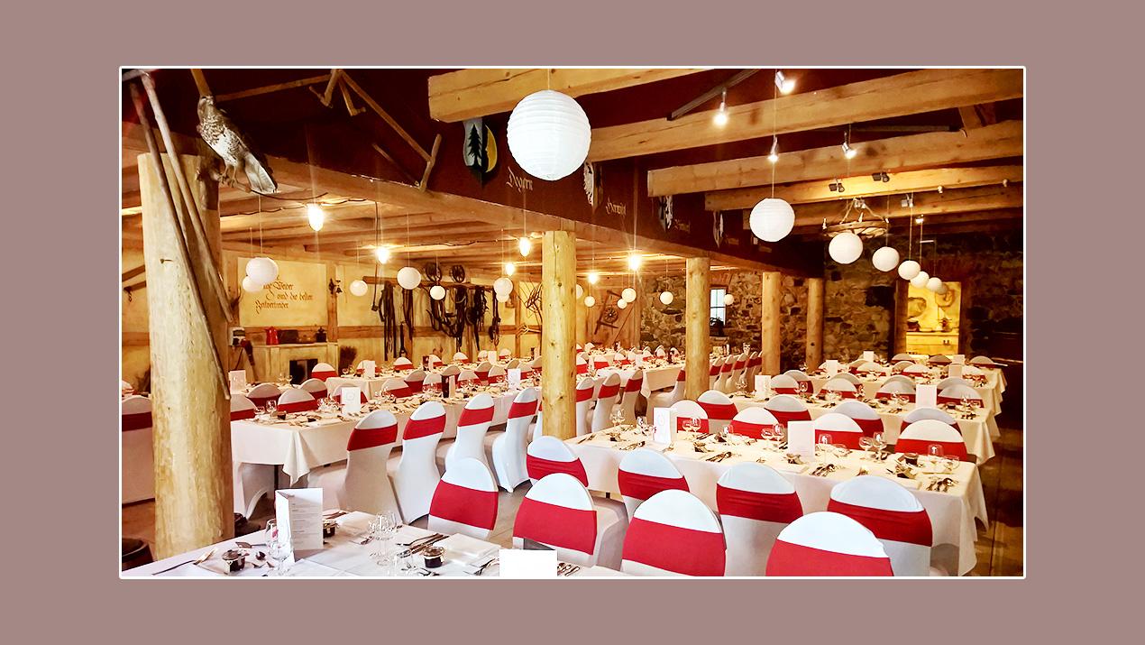 Hochzeitsdeko mit Stuhlhussen - historischer Landgasthof Roessle in Tiefenhaeusern Hoechenschwand